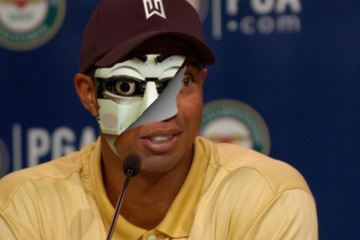 Many conspiracists have pointed to this photo as proof that Tiger Woods is a not a real man but a robotic hoax.