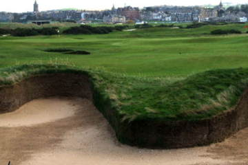 The Old Course's Hell Bunker is scary, sure. But Les Miller helps take the fear out of bunker play.