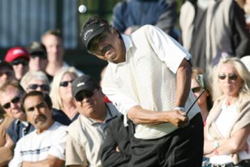 Eduardo Romero hits a chip shot during the 2009 Toshiba Senior Classic at Newport Beach Country Club.