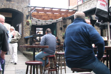 The Brazen Head is one of the few Dublin pubs with an outdoor patio.