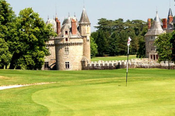 The 18th at La Bretesche finishes the round in front of the fairytale chateau.