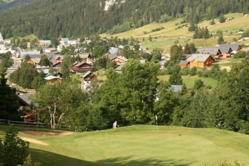 Owned and built by the town of Correncons and at an altitude of over 1,000 meters, Correncon en Vercors Golf Club is nestled in the French Alps.