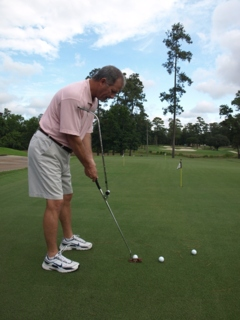 Rick Wright's Putting T-Bar grooves a consistent stroke.