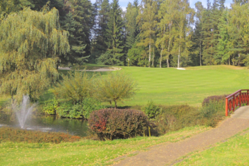 Golf Resort Karlovy Vary expanded to 18 holes in 1933.