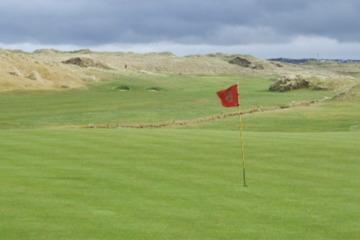 Enniscrone Golf Club is one of the top links on northwestern Ireland's challenging golf scene.