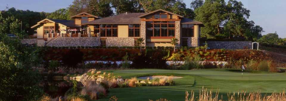 Whitney Oaks GC: Clubhouse